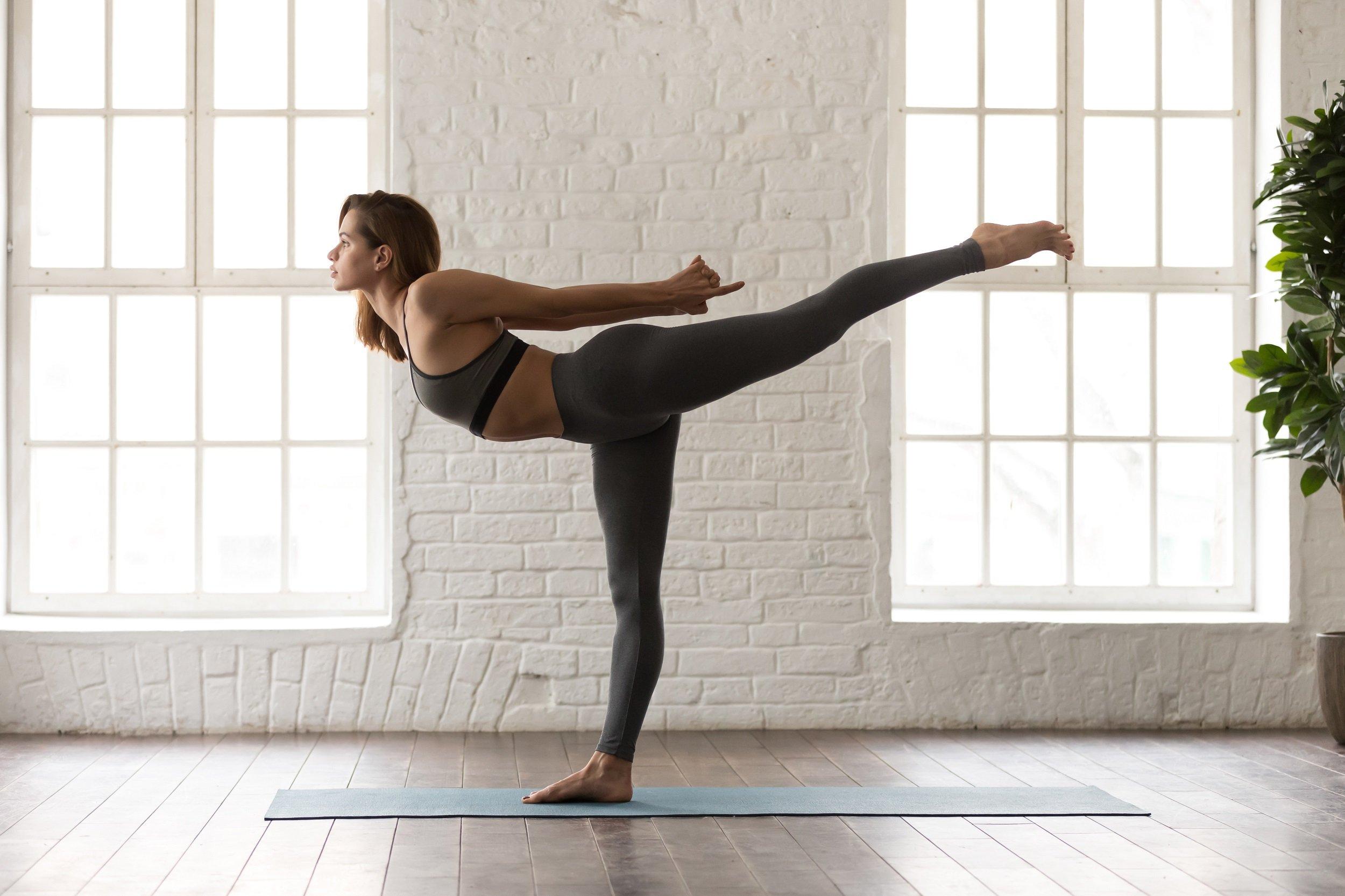 I tipi di posizioni dello yoga: equilibri sulle mani, inarcamenti e non solo